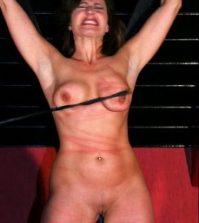 pisk slavepige bryster